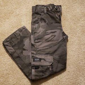 Wrangler Boys slim size 8 camo cargo pants